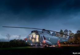 Уютный гостиничный номер для семьи внутри вертолета