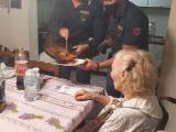 87-летняя старушка позвонила в полицию и сказала, что сильно проголодалась