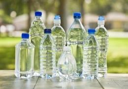 Опасна ли вода в пластиковых бутылках
