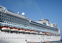 В Японии находящихся на борту лайнера Diamond Princess пассажиров начали эвакуировать