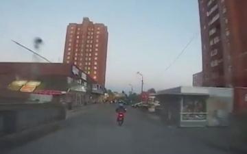 ВИДЕО: убегающего от полиции скутериста в Ласнамяэ остановила случайная прохожая