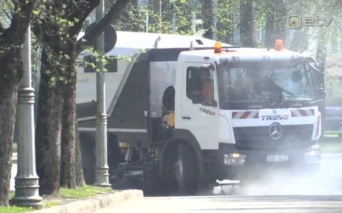 В Пярну спустя десятилетия снова начали мыть улицы