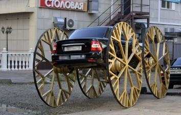 В Краснодаре колесит Lada Priora с двухметровыми каретными колесами