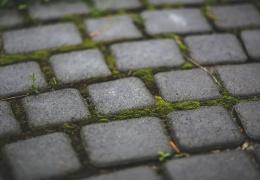 Нарвские власти намерены сохранить старинный слой брусчатки на привокзальной площади