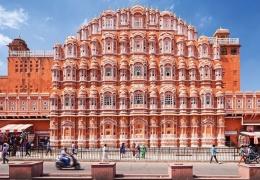 Дворец Ветров в Индии: 950 окон и ни одной лестницы
