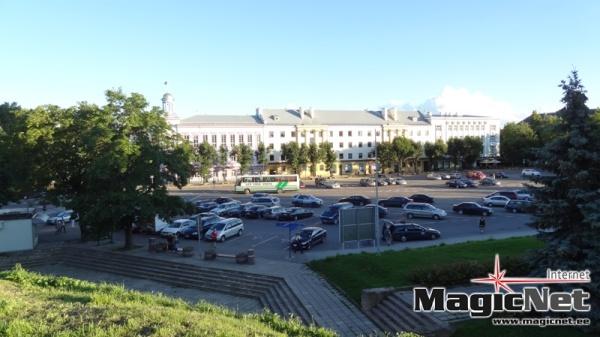 Депутаты Нарвы повышают себе вознаграждение, в Пярну отказываются от дополнительных выплат