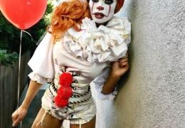 Косплей на клоуна Пеннивайза из фильма «Оно»