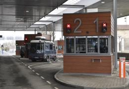 В Нарве с рейсового автобуса сняли 16-летнего туриста из России с гашишем