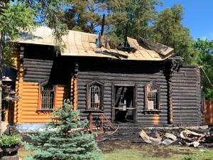 ФОТО: в Нарва-Йыэсуу сгорела церковь, полиция подозревает поджог