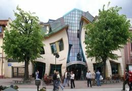 Сказочный Кривой дом в Польше