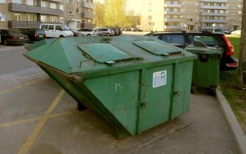 Неизвестные в Нарве подожгли несколько мусорных контейнеров