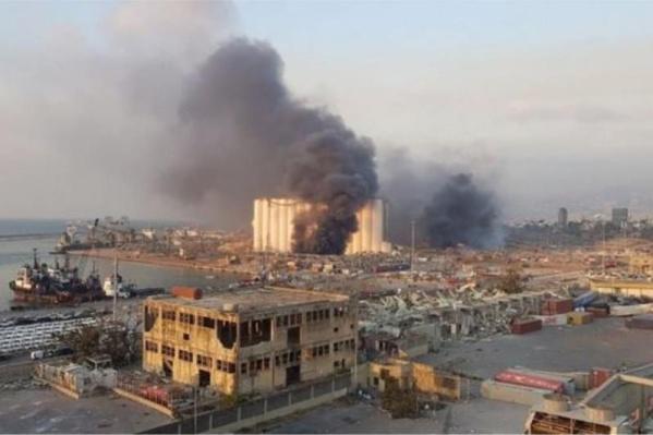 Причиной взрыва в Бейруте названо неправильное хранение селитры, город объявлен зоной бедствия