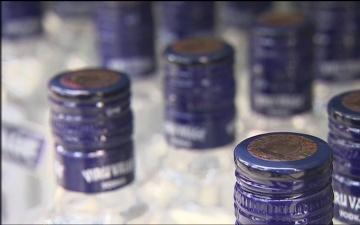 В Нарве из увеселительного заведения украли кассовый аппарат с наличными и водку