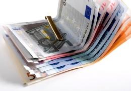 В дорожной полиции Латвии ожидается ротация; сотрудникам во время работы запретят держать в кошельке больше 30 евро