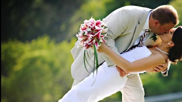 В Нарве хотят сделать свадебную аллею