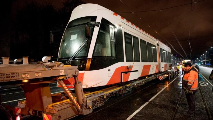 ФОТО: в Таллинн прибыл первый новый трамвай