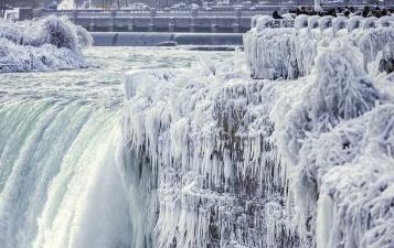 Ниагарский водопад замерз и стал похож на Нарнию
