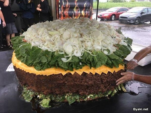 Самый большой гамбургер в мире, который можно заказать