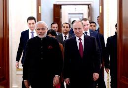 Премьер-министр Индии подарил Путину старинный меч и фрагмент рукописи Махатмы Ганди