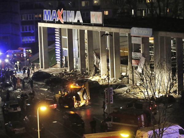 Число погибших при обрушении супермаркета в Риге превысило 20 человек