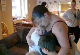 Безработная мать-одиночка вопреки требованиям врачей и здравому смыслу родила десятого ребенка