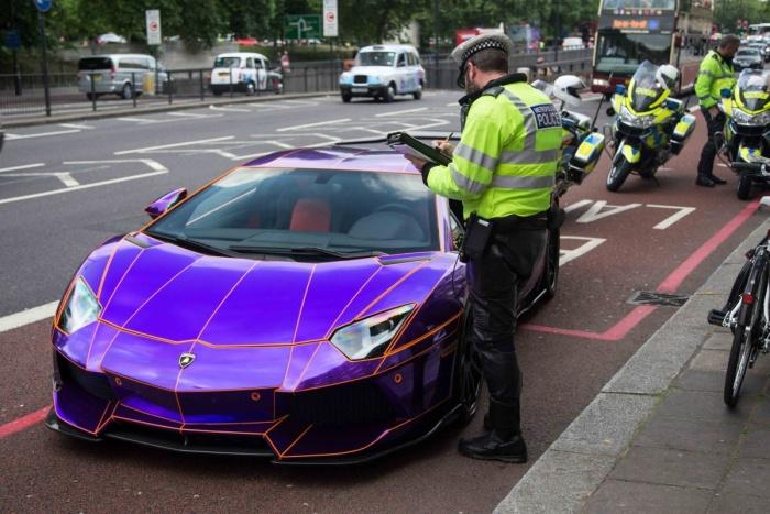 Полиция наказала будущего монарха