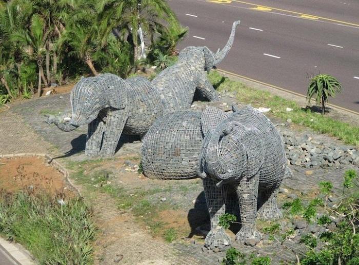 Каменные слоны