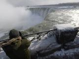 10 завораживающих фото замерзшего Ниагарского водопада