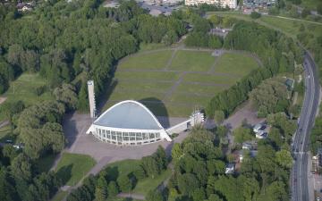 Инцидент возле Певческого поля: подозреваемая задержана в Нарве