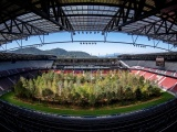 Инсталляция: Лес внутри стадиона Вёртерзе-Штадион в Австрии