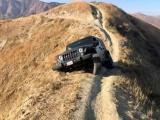 Чем круче джип, тем дальше идти за вертолётом: брошенный Jeep Wrangler на вершине калифорнийской горы