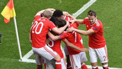Уэльс вышел в четвертьфинал благодаря автоголу ирландца Макаули