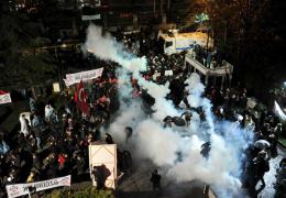 В Турции полиция использовала резиновые пули против сторонников свободной прессы