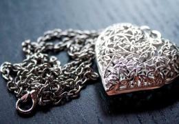 Как быстро очистить серебряную цепочку в домашних условиях