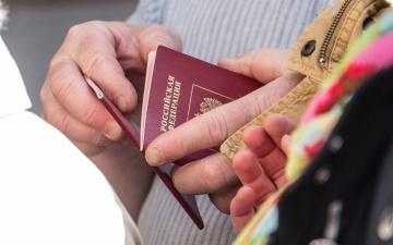Эстония не будет признавать российские паспорта, выданные жителям Донецкой и Луганской областей