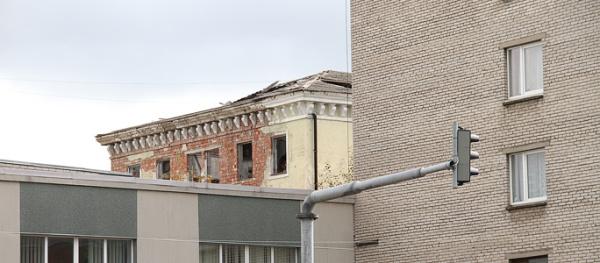 Доступ в заброшенное общежитие в центре города закроют через суд