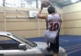 Невероятные баскетбольные трюки и поразительные броски 2012