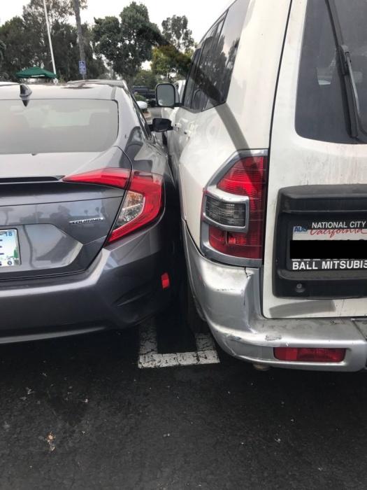 Паренек на внедорожнике все-таки нашел себе место на забитой до отказа парковке