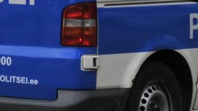 В Нарве автомобиль сбил пожилую женщину и скрылся с места ДТП