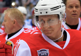 «Легенды хоккея» во главе с Путиным разгромили сборную НХЛ со счётом 17:6