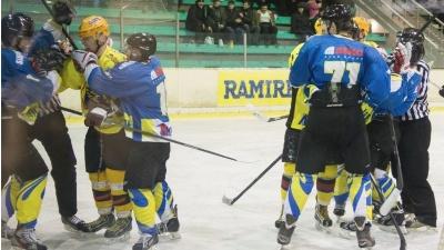 """Нарвские хоккеисты разгромили """"Виру Спутник"""""""