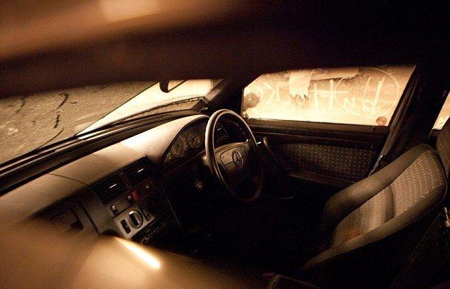 Сколько задолжал за стоянку водитель брошенного Мерседеса?