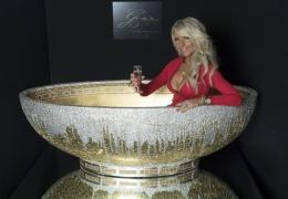 Золотая ванна, усыпанная кристаллами