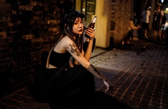 Китайские клабберы танцуют на Уханьской дискотеке, поскольку в городе нет больше коронавируса