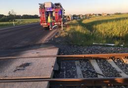 В Ляэне-Вирумаа локомотив наехал на автомобиль, водитель скончался