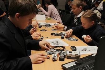 Нарвские школьники продемонстрировали свои успехи в конструировании роботов