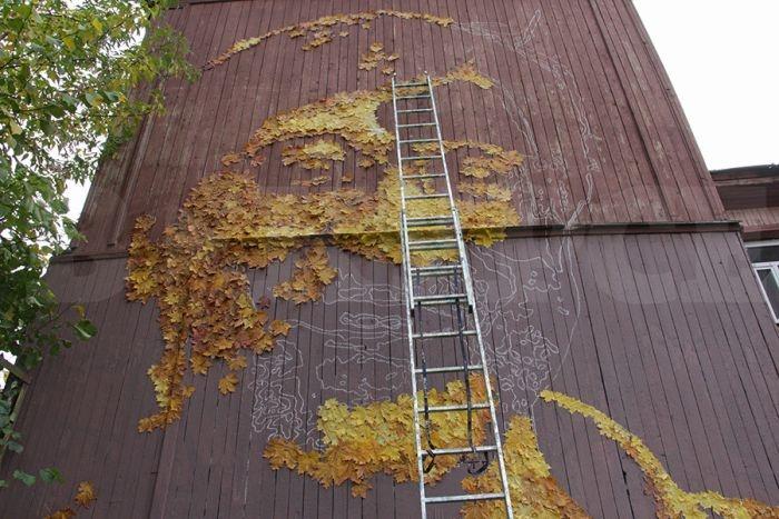 В Перми появился огромный портрет Юрия Шевчука из осенних листьев