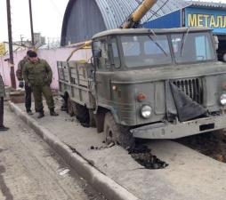 Тротуар - не лучшая дорога для грузовика