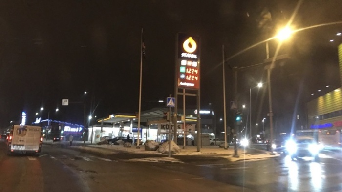 На эстонских заправках бензин подорожал до 1,224 евро