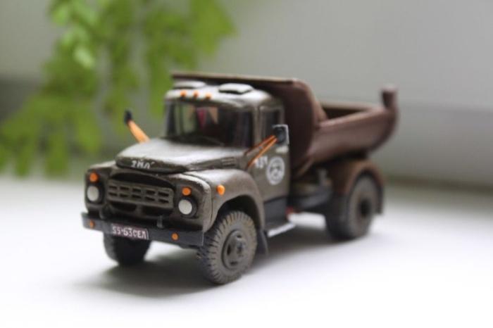 Крошечный самосвал ММЗ-555А из пластилина потрясающей детализации